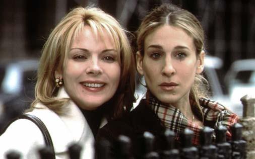 Sarah Jessica Parker e Kim Cattrall in una scena di Sex and the City, episodio Il tormento e l'ex-stasy