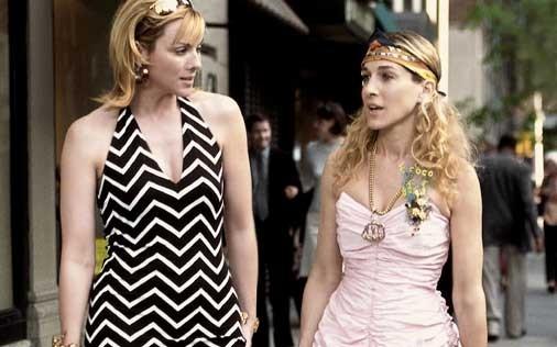 Sarah Jessica Parker e Kim Cattrall in una scena di Sex and the City, episodio Potevo, volevo, dovevo