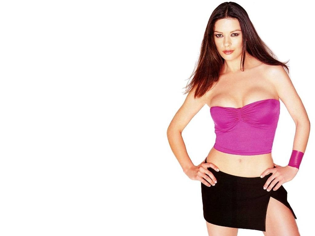 Wallpaper di Catherine Zeta-Jones splendida in mini-abito rosa
