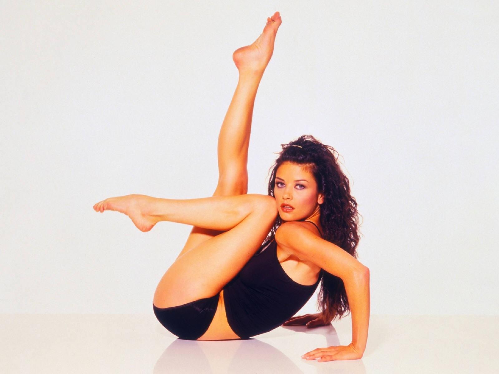 Wallpaper di Catherine Zeta-Jones, splendide gambe per l'attrice gallese