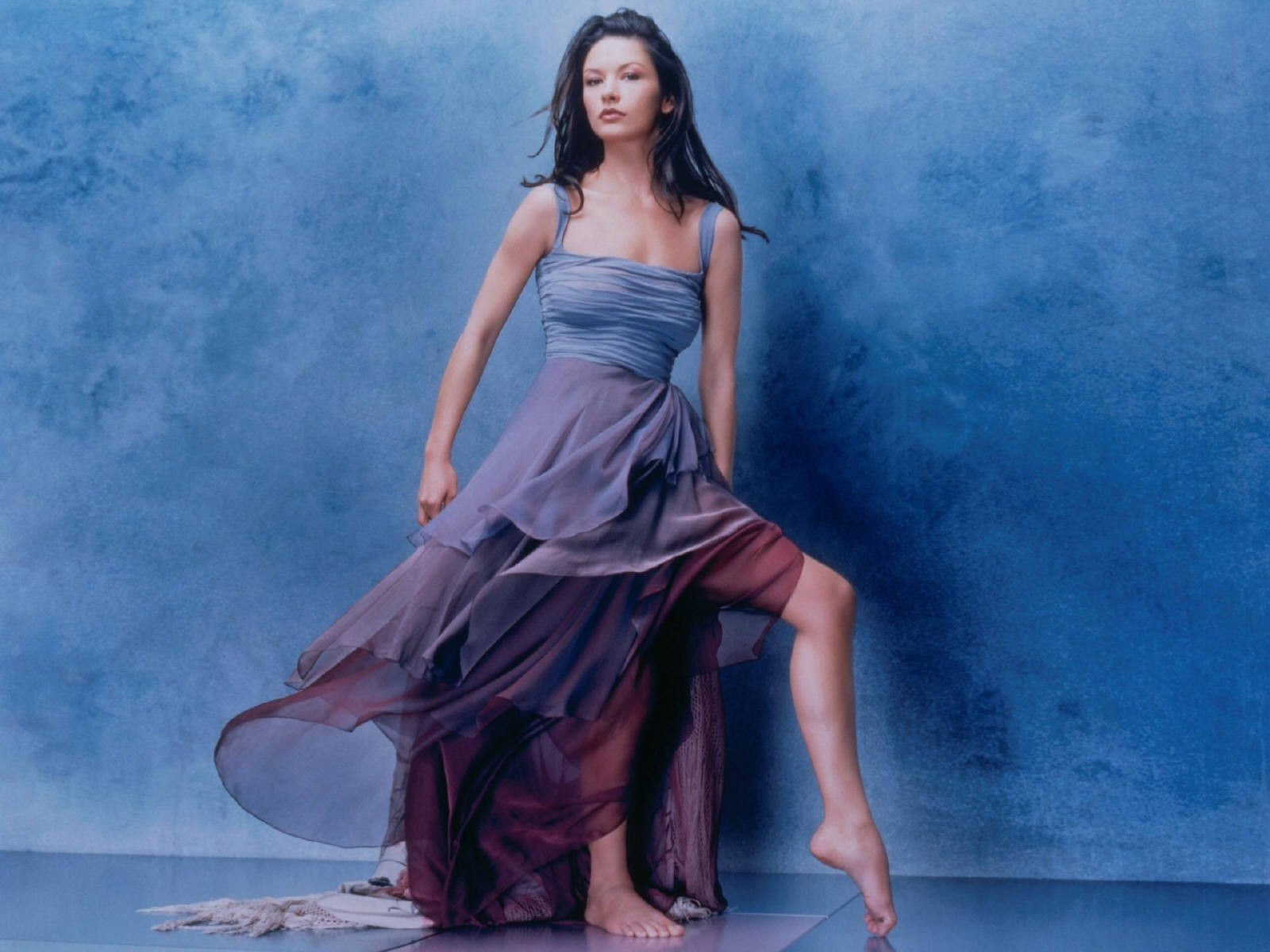 Wallpaper di Catherine Zeta-Jones a piedi scalzi