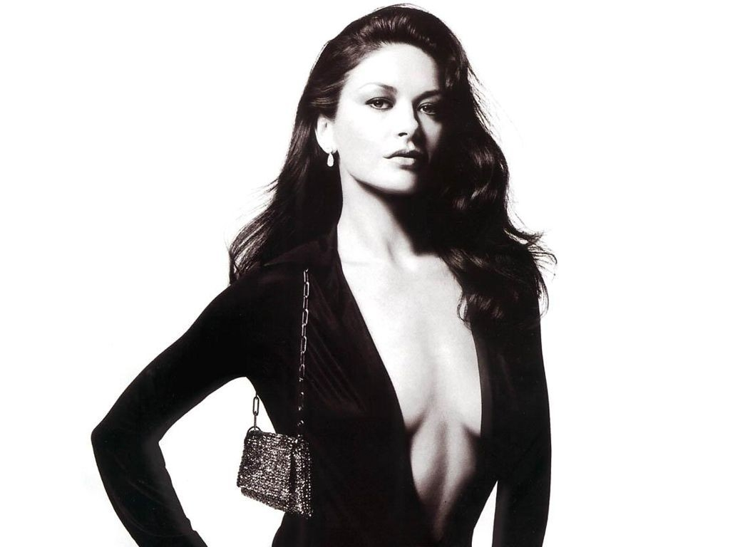 Wallpaper - scollatura abissale per Catherine Zeta-Jones