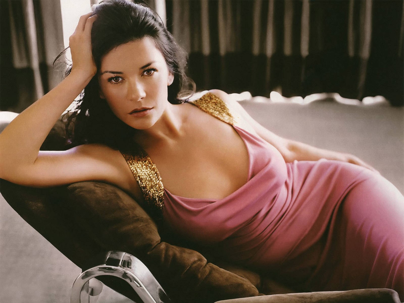 Wallpaper di Catherine Zeta-Jones in rosa