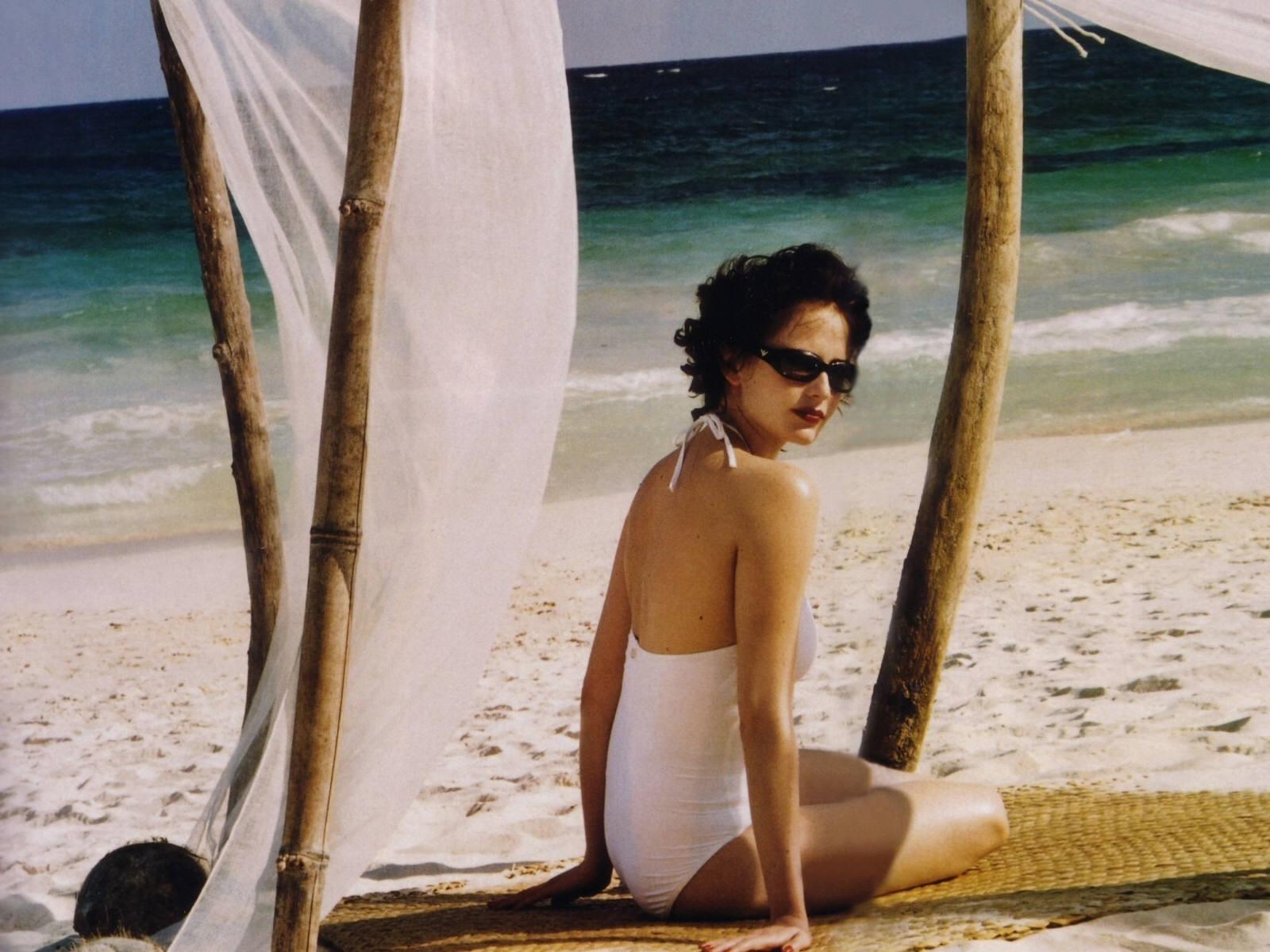Wallpaper di Eva Green in spiaggia