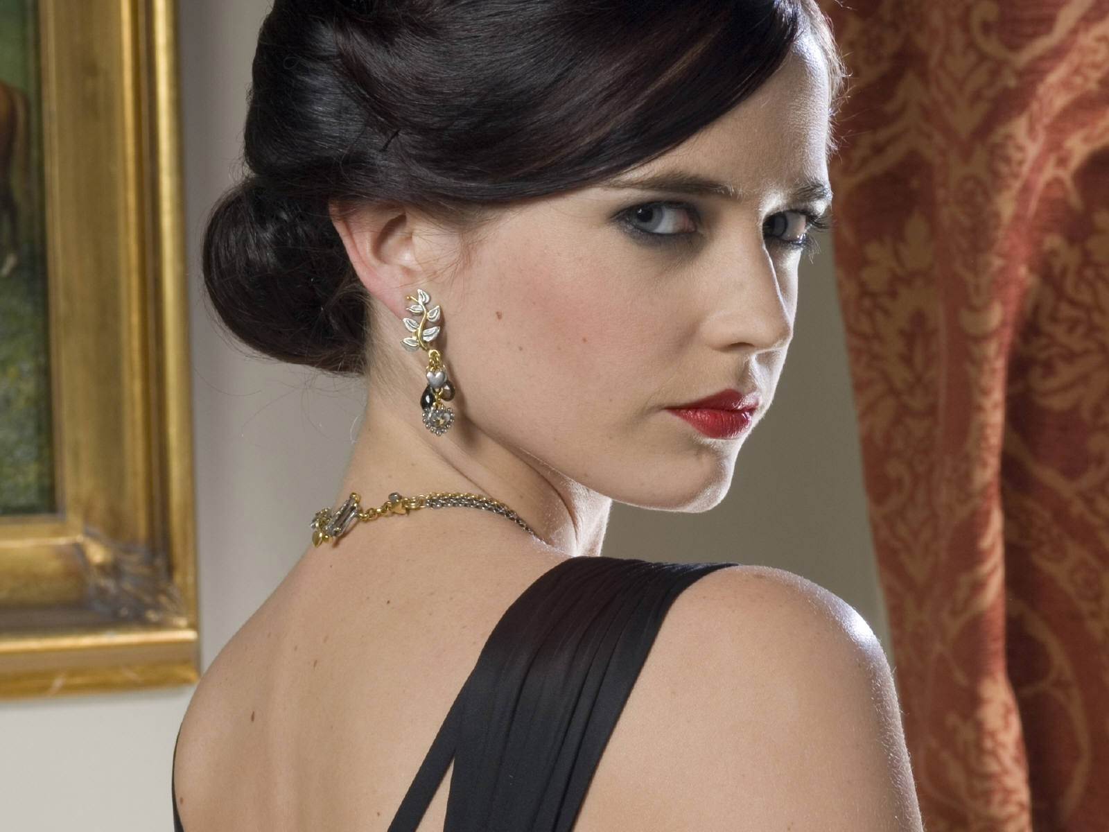 Wallpaper di Eva Green di spalle