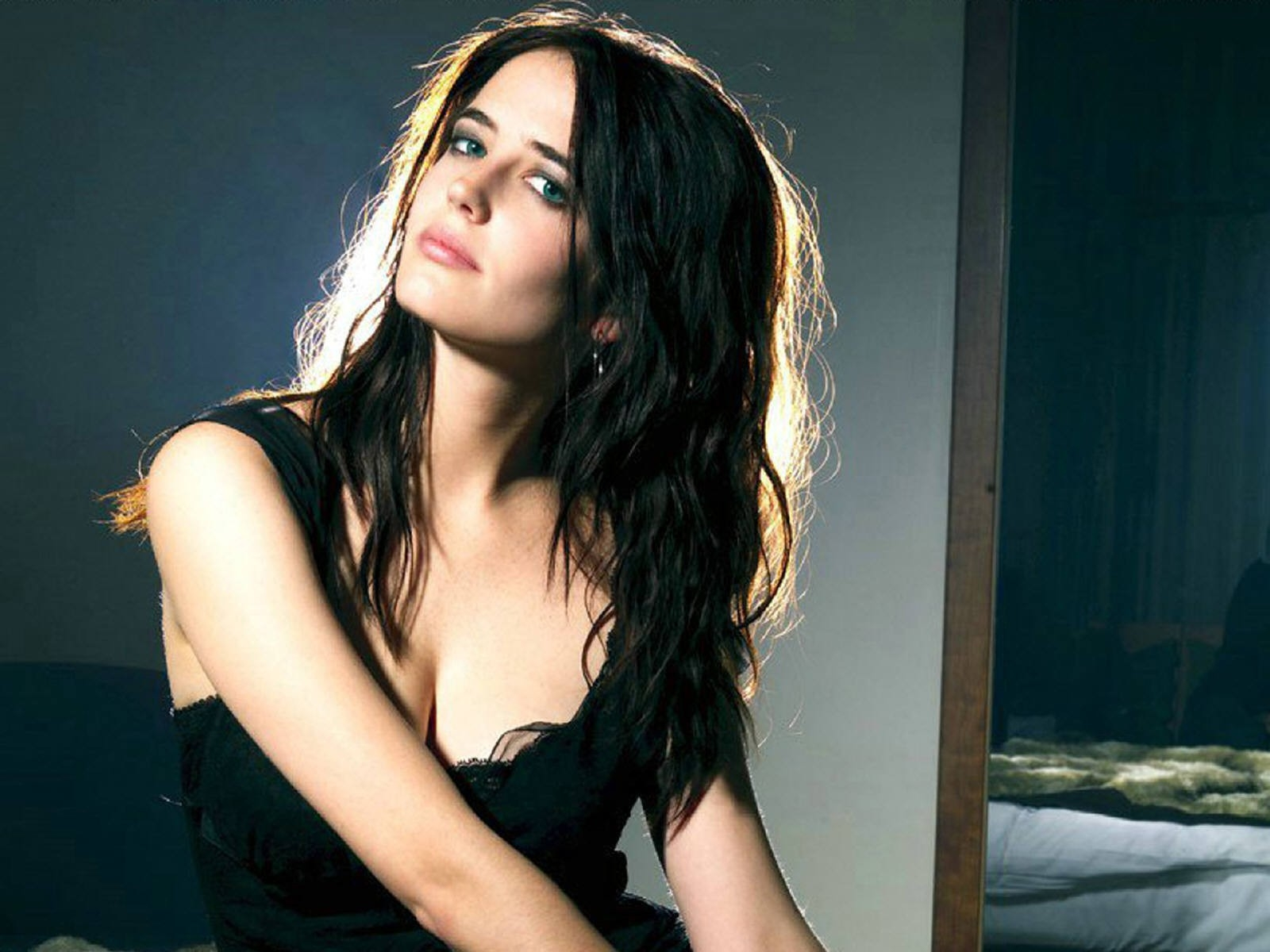 Wallpaper di Eva Green su fondo scuro