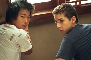 Aaron Yoo e Shia LaBeouf in una scena del film Disturbia