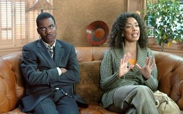 Chris Rock accanto a Gina Torres in una scena del film Manuale d'infedeltà per uomini sposati
