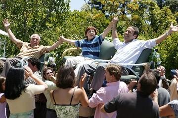 Jeremy Piven, Daryl Sabara e Garry Marshall in una scena del film Al passo con gli Steins