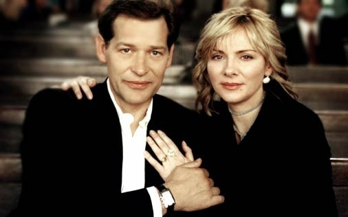 Kim Cattrall e James Remar in una scena di Sex and the City, episodio Peccato non originale
