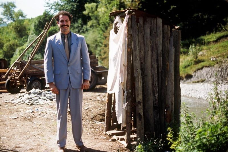 Sacha Baron Cohen nel ruolo di Borat
