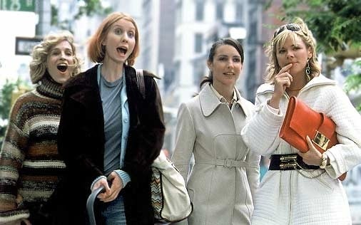 Sarah Jessica Parker, Cynthia Nixon, Kristin Davis e Kim Cattrall in una scena di Sex and the City, episodio Salpare le ancore