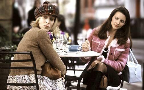 Sarah Jessica Parker e Kristin Davis in una scena di Sex and the City, episodio Peccato non originale