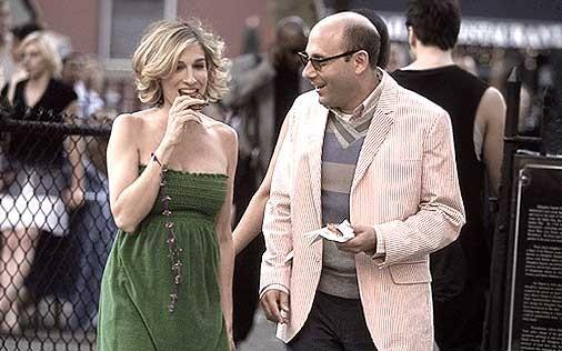 Sarah Jessica Parker e Willie Garson in una scena di Sex and the City, episodio Recensioni