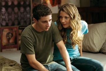 Sarah Roemer e Shia LaBeouf in una scena del film Disturbia