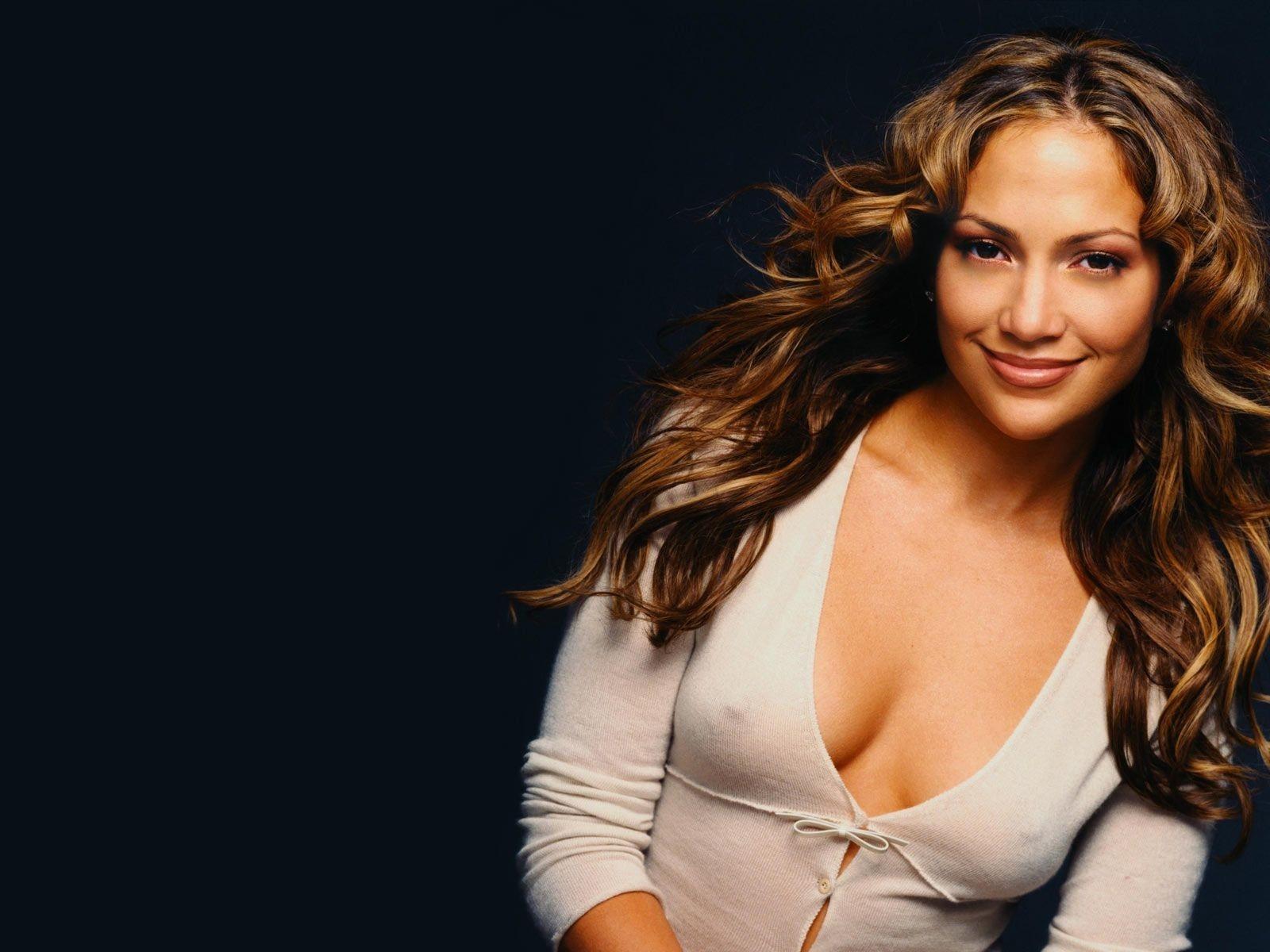 Wallpaper: Jennifer Lopez con una scollatura da brividi