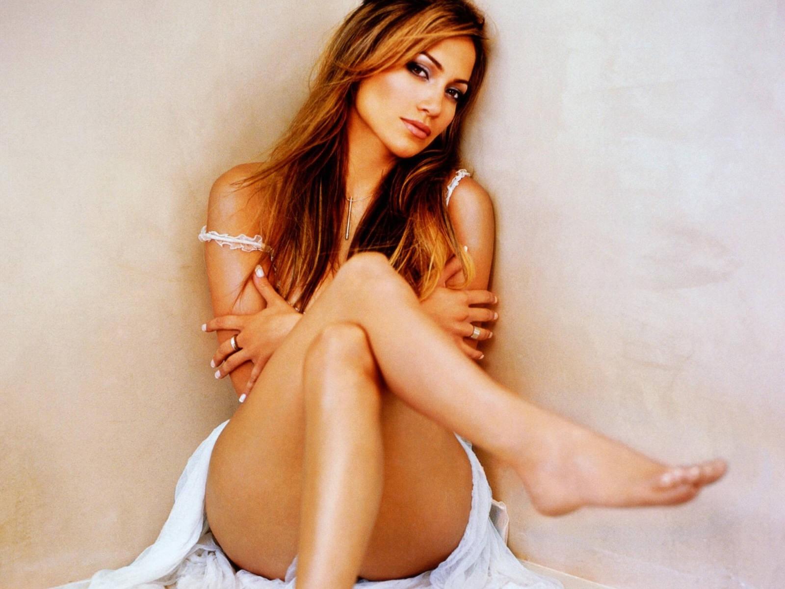 Wallpaper di Jennifer Lopez - la cantante e attrice americana è nata il 24 luglio del '69 sotto il segno del Leone
