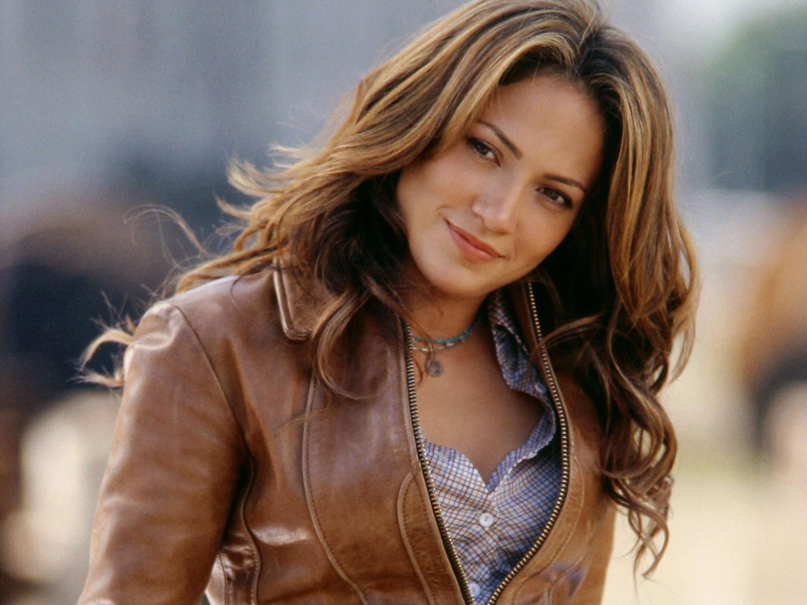 Wallpaper di Jennifer Lopez - la splendida cantante e attrice americana è nata il 24 luglio del 1969 sotto il segno del Leone
