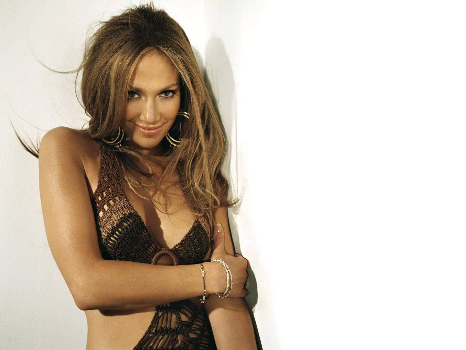 Wallpaper di J. Lo - la splendida cantante e attrice americana è nata il 24 luglio del '69 sotto il segno del Leone