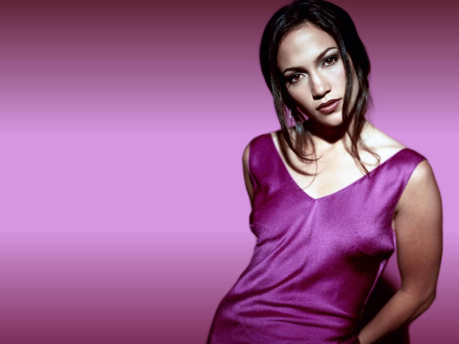 Wallpaper di Jennifer Lopez in abito viola