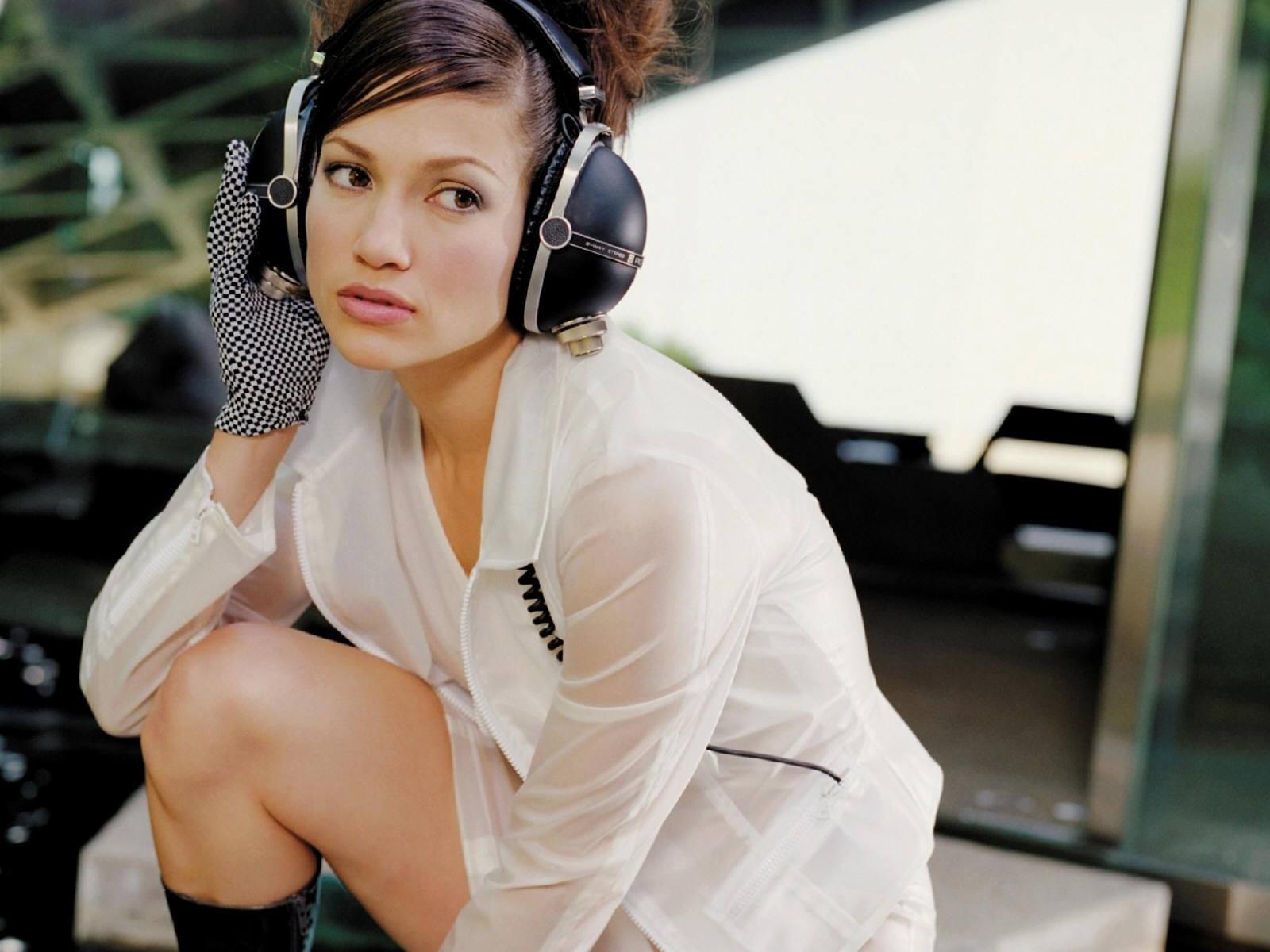 Wallpaper di Jennifer Lopez con le cuffie
