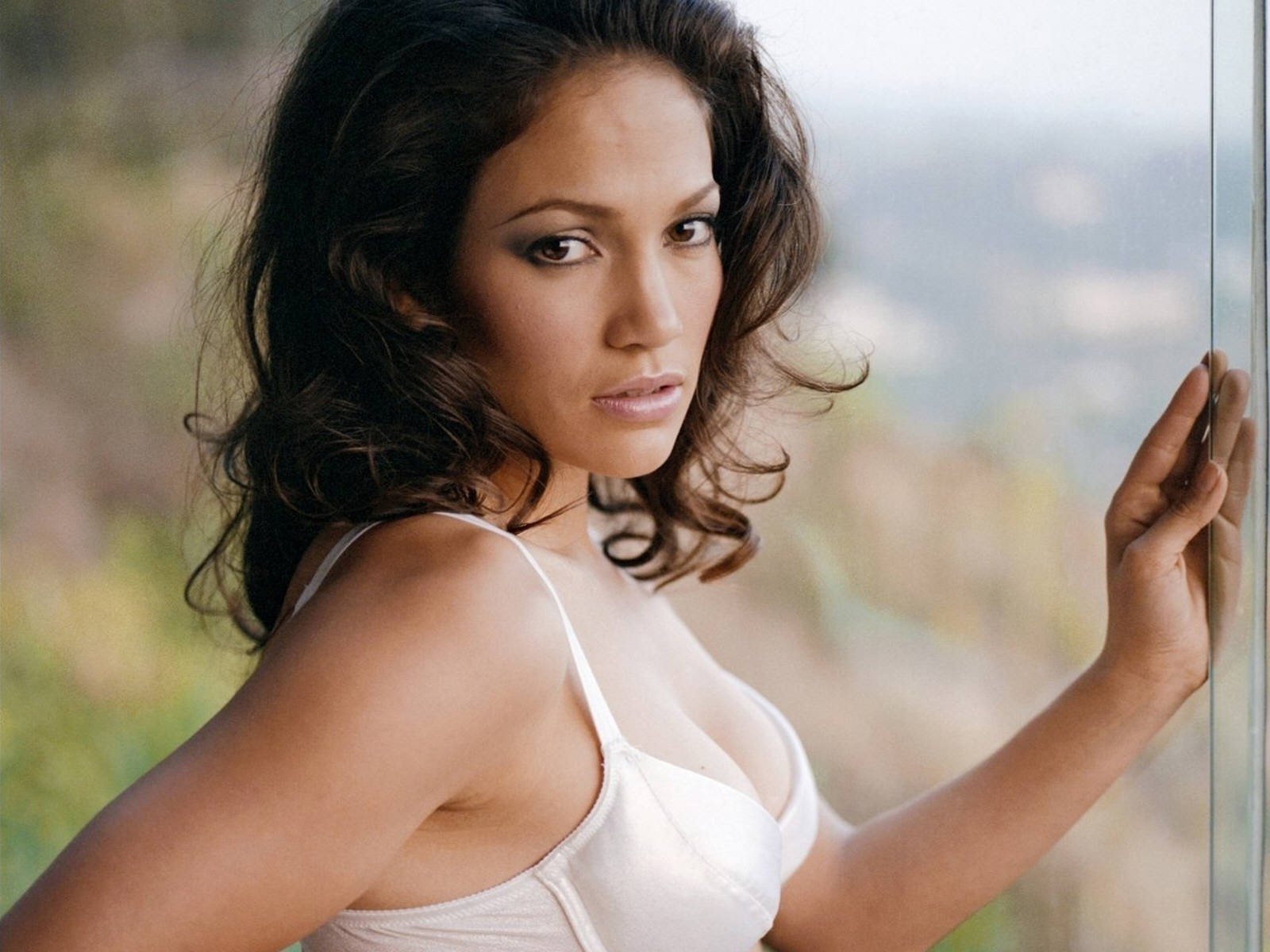 Wallpaper di Jennifer Lopez in lingerie bianca