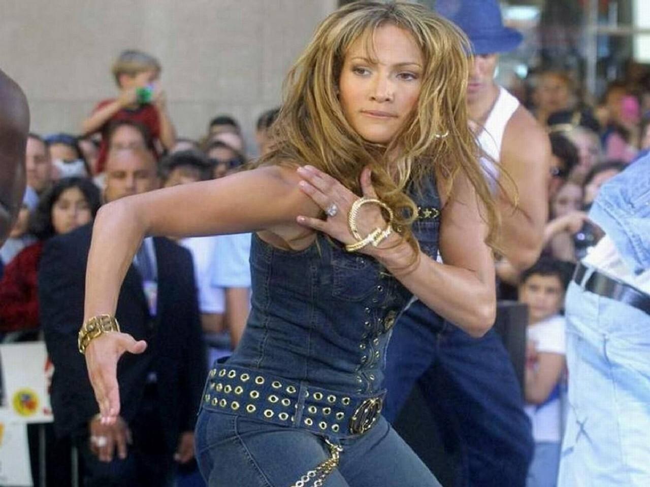 Wallpaper di Jennifer Lopez - l'attrice e popstar è nata il 24 luglio del '69 sotto il segno del Leone