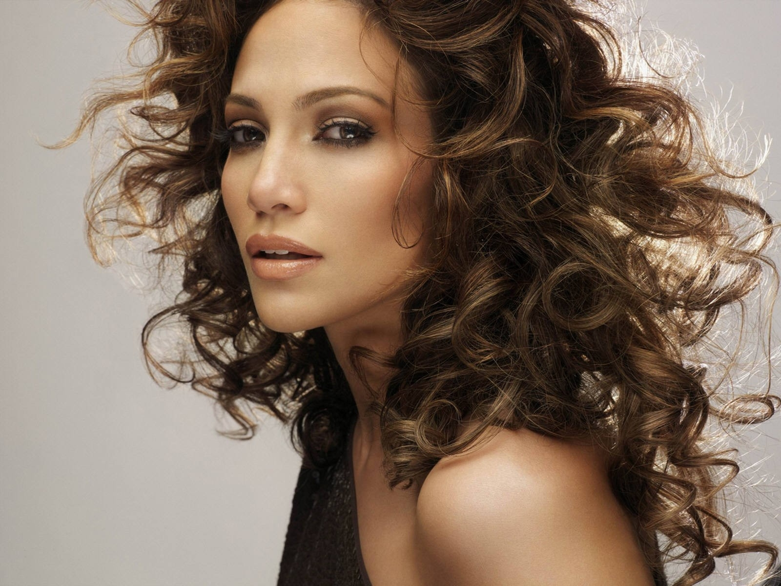 Wallpaper di Jennifer Lopez che ricorda la copertina di Ray of Light, di Madonna