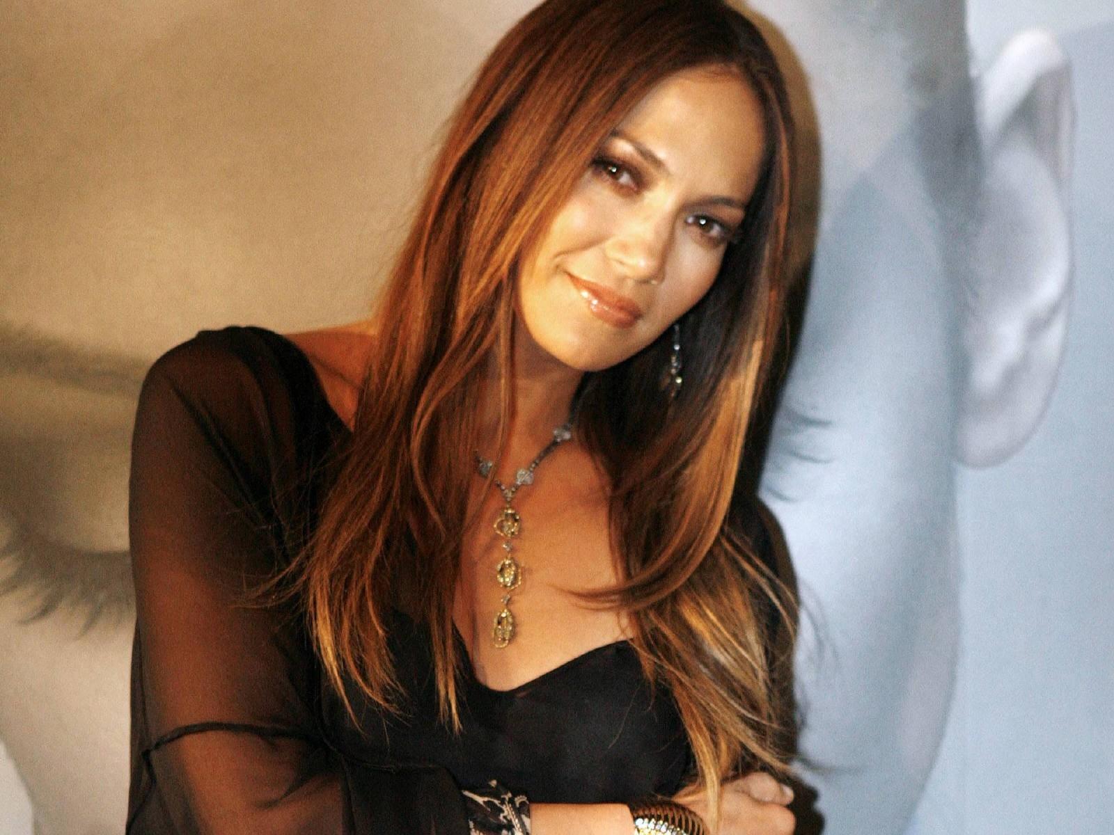Wallpaper di Jennifer Lopez con i capelli color mogano