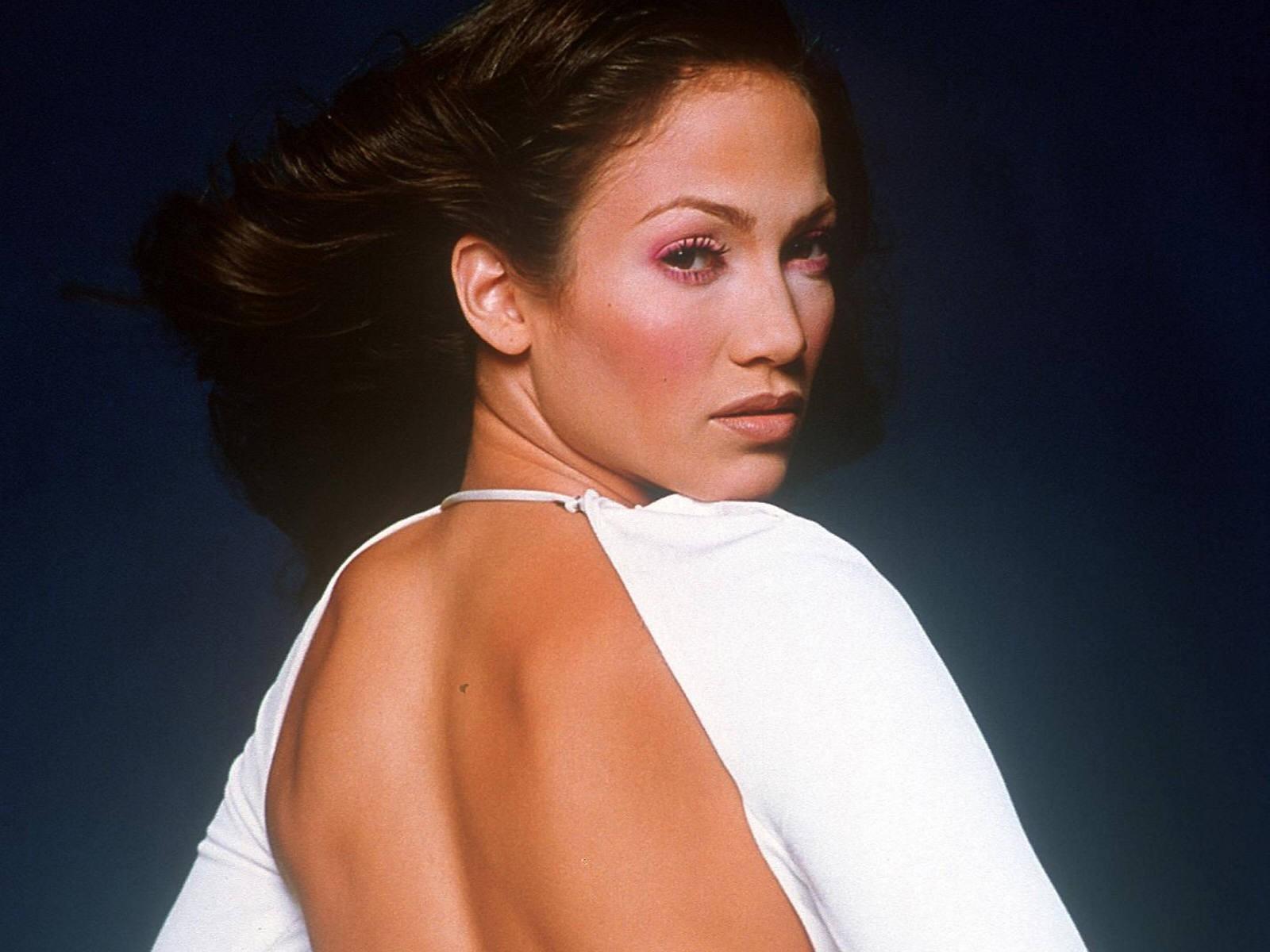 Wallpaper di Jennifer Lopez con un abito a schiena scoperta