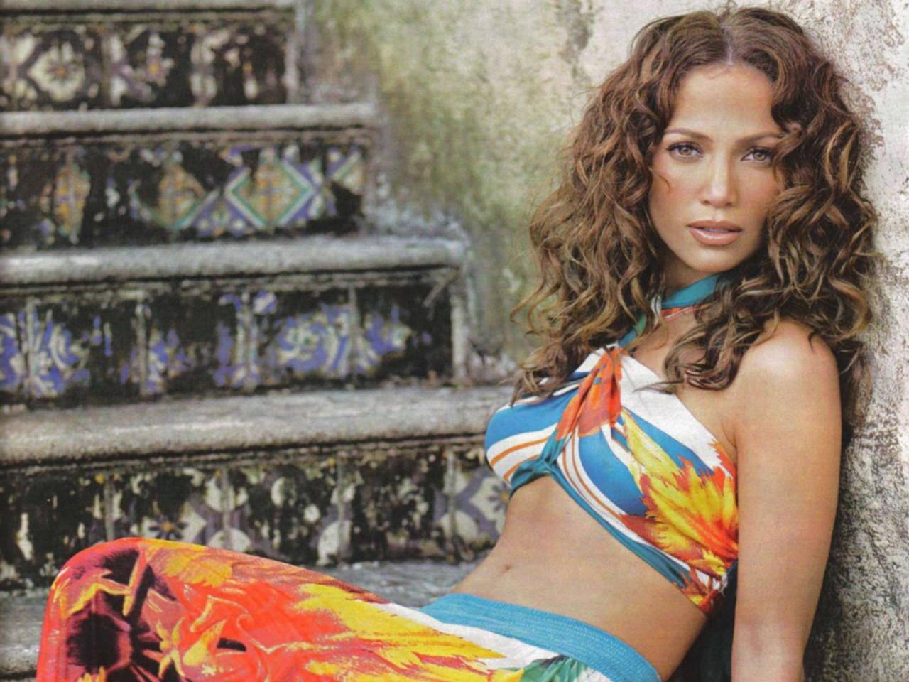 Wallpaper di una coloratissima Jennifer Lopez