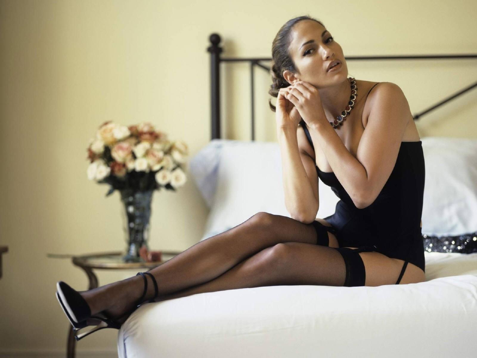 Wallpaper di Jennifer Lopez in reggicalze e lingerie nera
