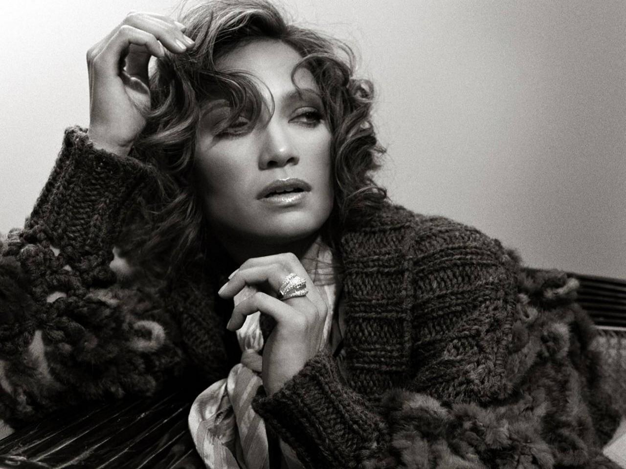 Wallpaper di Jennifer Lopez in uno splendido ritratto b/n