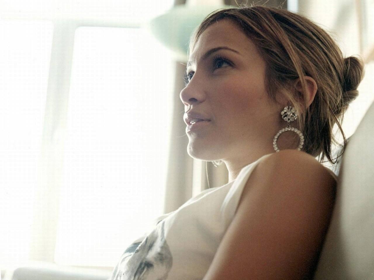 Wallpaper di una luminosa Jennifer Lopez