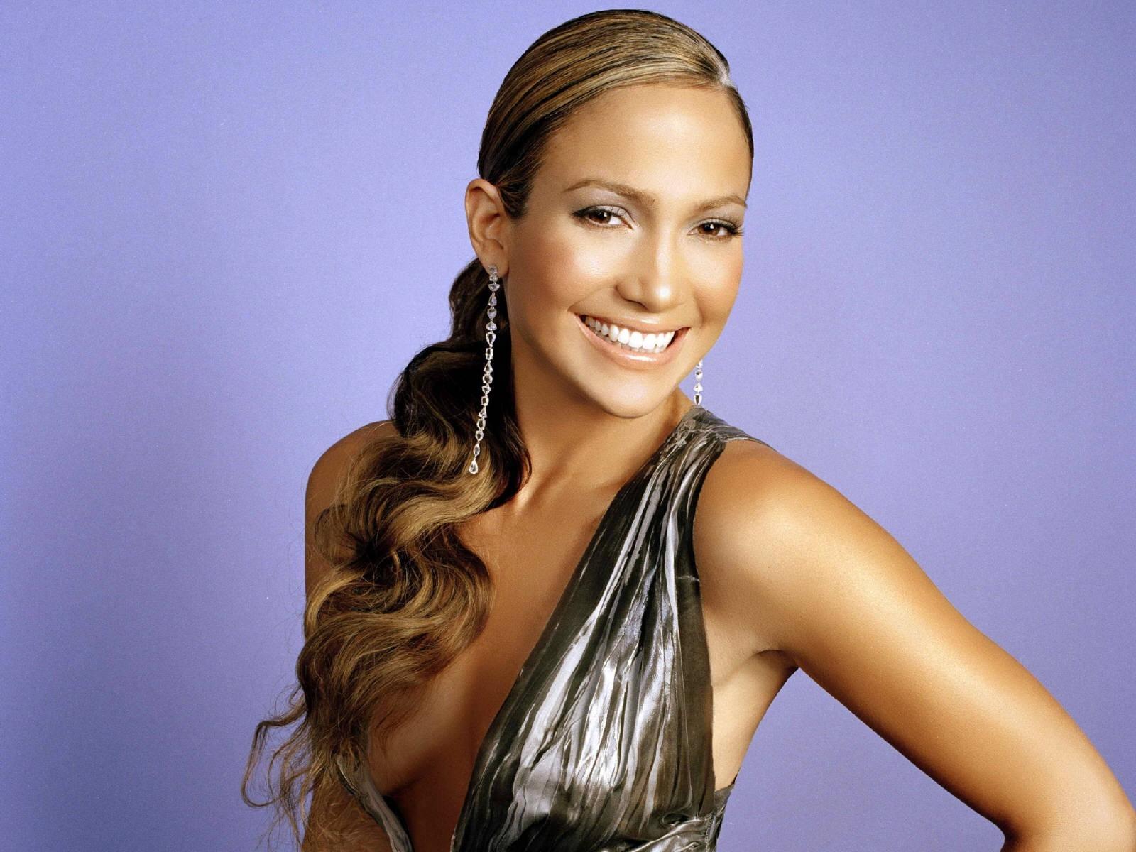Wallpaper di una scintillante Jennifer Lopez