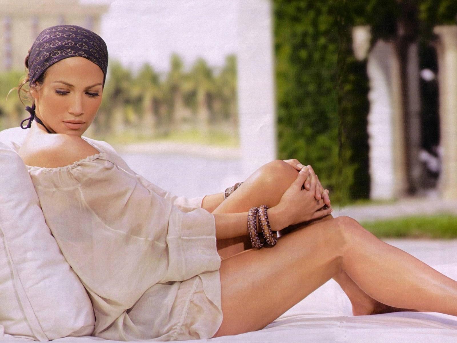 Wallpaper di Jennifer Lopez, in cui l'attrice e cantante mostra le splendide gambe