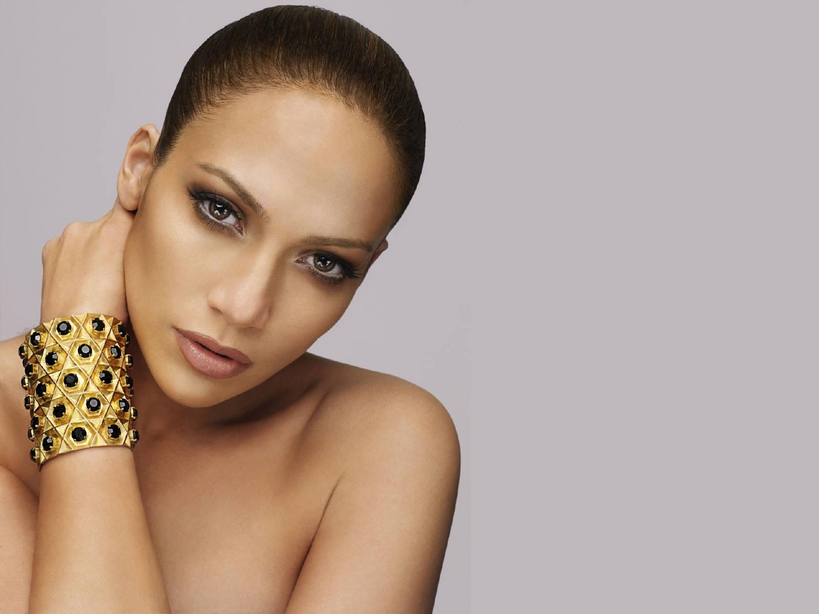 Wallpaper di una raffinata ed elegante Jennifer Lopez