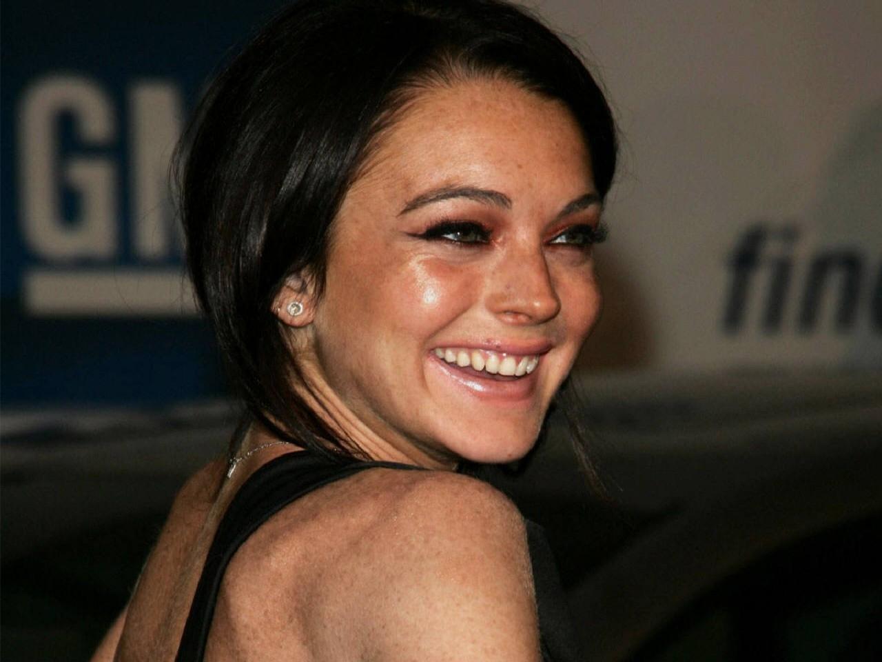 Wallpaper di una sorridente Lindsay Lohan