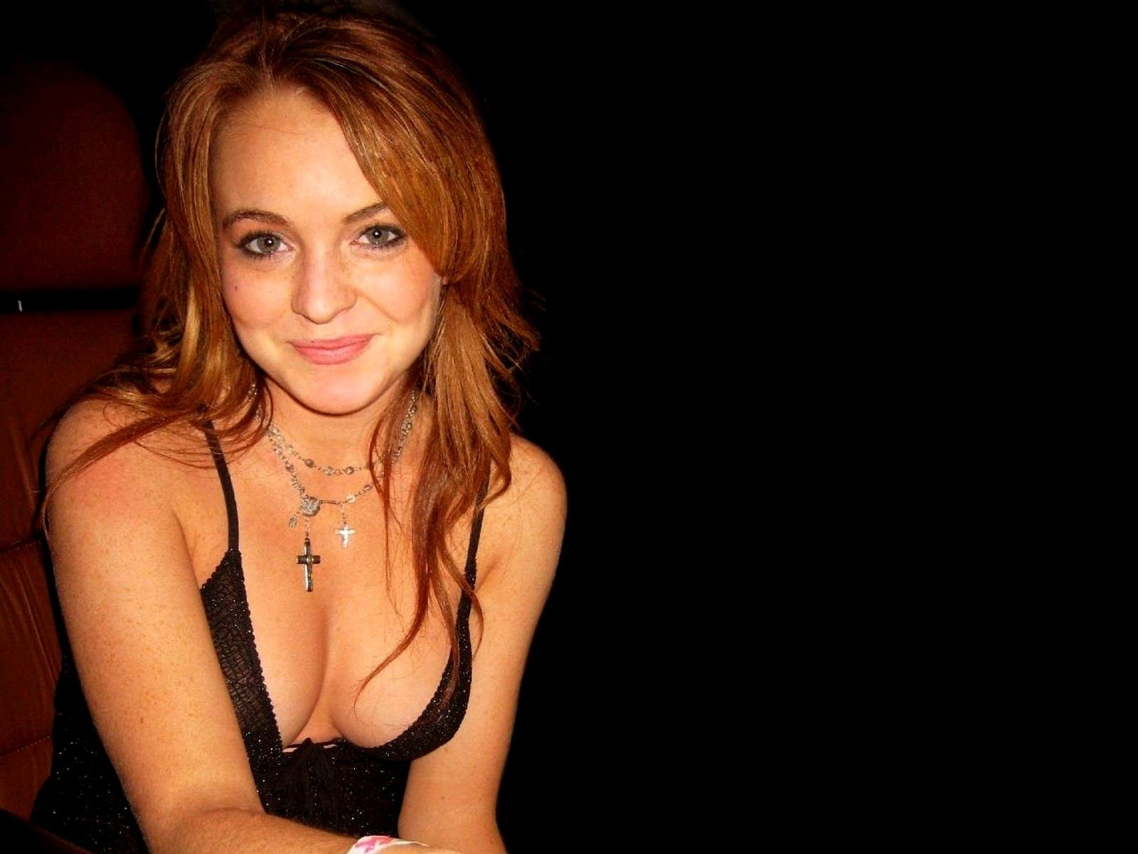Wallpaper di Lindsay Lohan su fondo nero