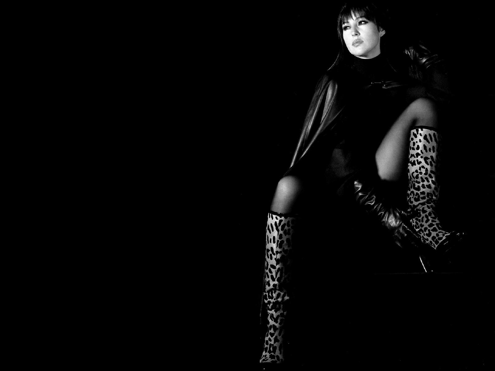 Wallpaper: seduzione in bianco e nero per Monica Bellucci