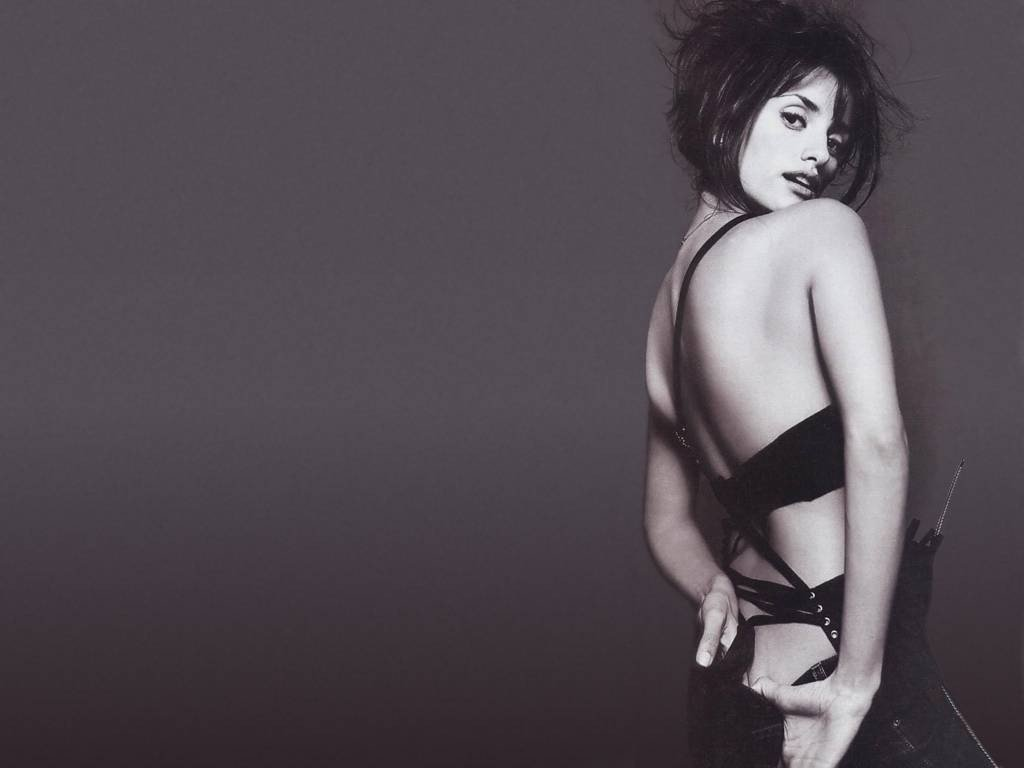 Wallpaper di Penelope Cruz su fondo nero