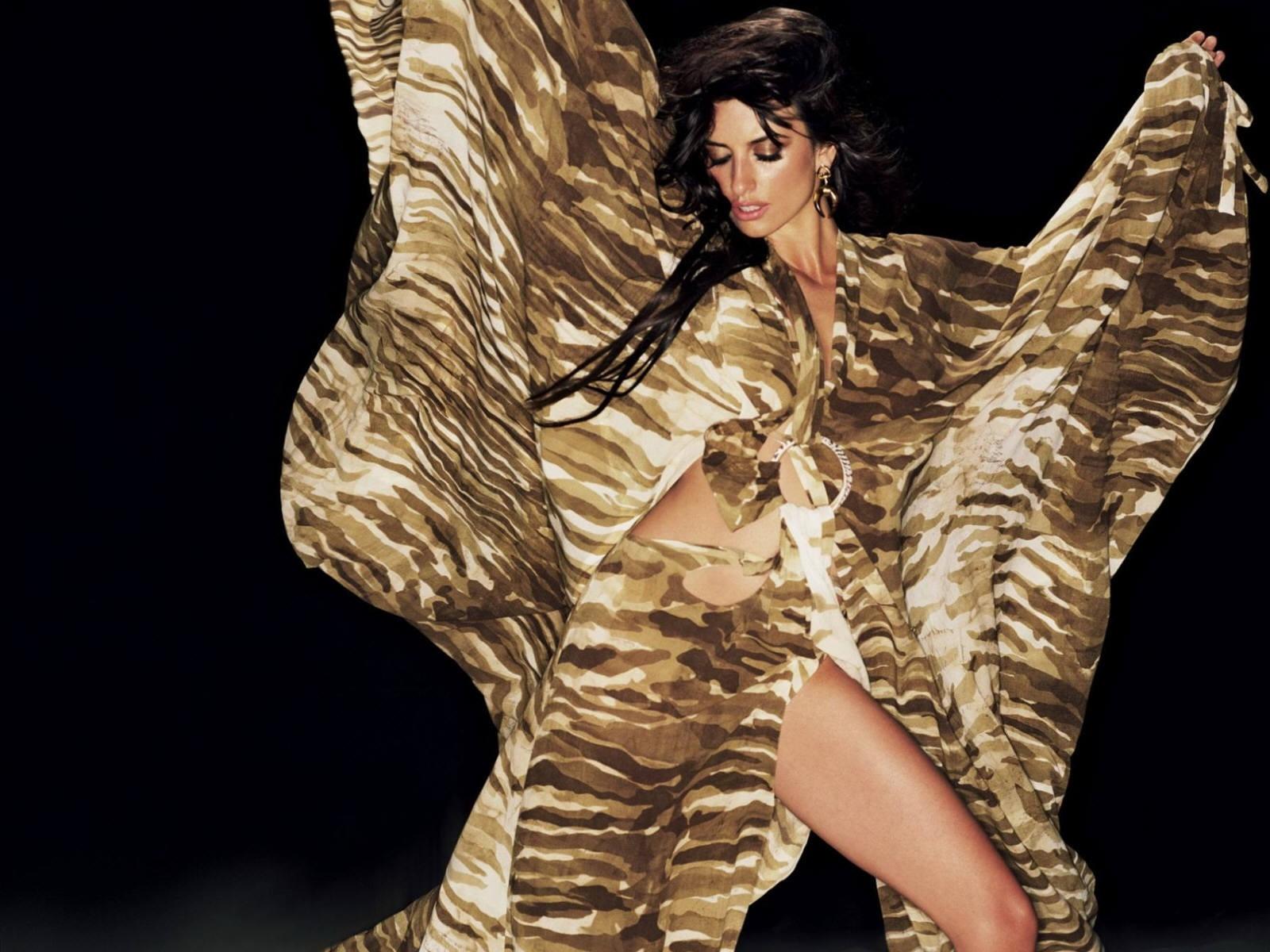 Wallpaper di Penelope Cruz - la sexy e talentuosa attrice spagnola è diventata la musa di Almodovar