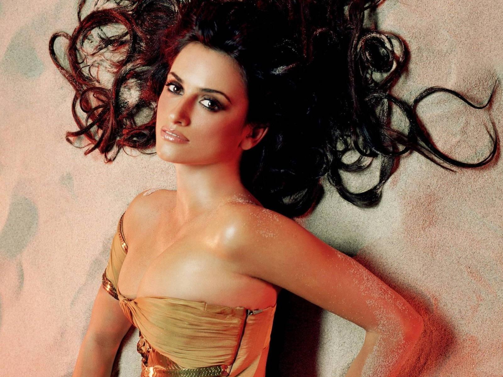Wallpaper - i lunghi e seducenti capelli corvini di Penelope Cruz sono ormai parte del suo successo