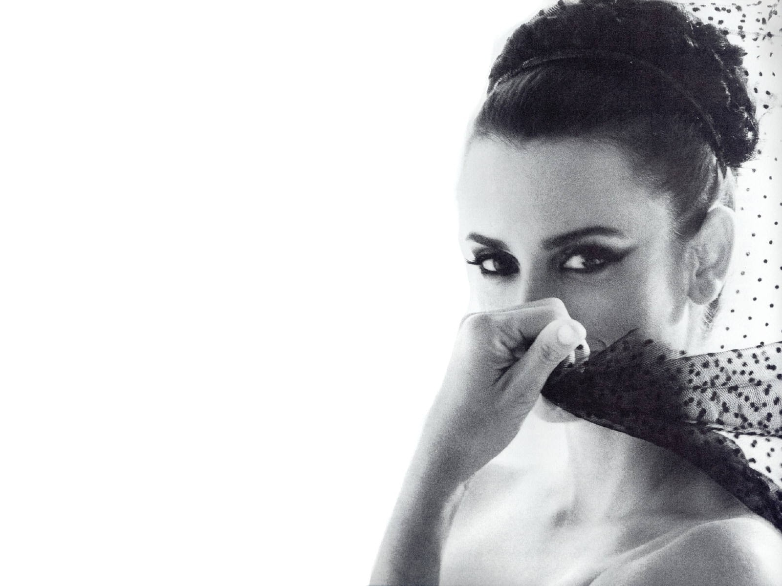 Wallpaper - una maliziosa e raffinata Penelope Cruz