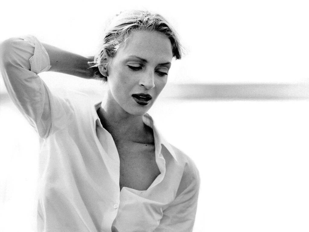 Wallpaper: fascino in bianco e nero per Uma Thurman
