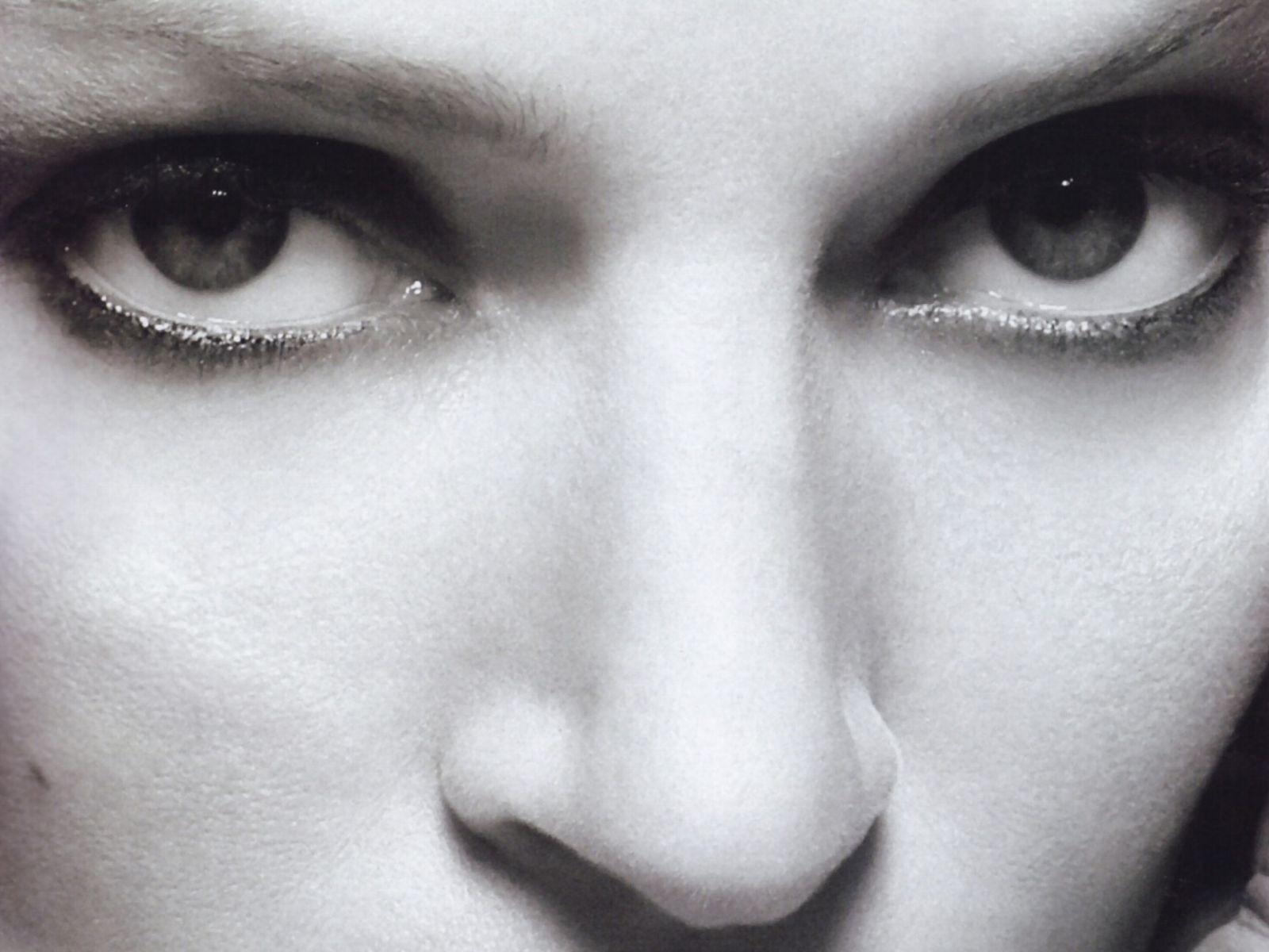 Wallpaper: lo sguardo di Uma Thurman