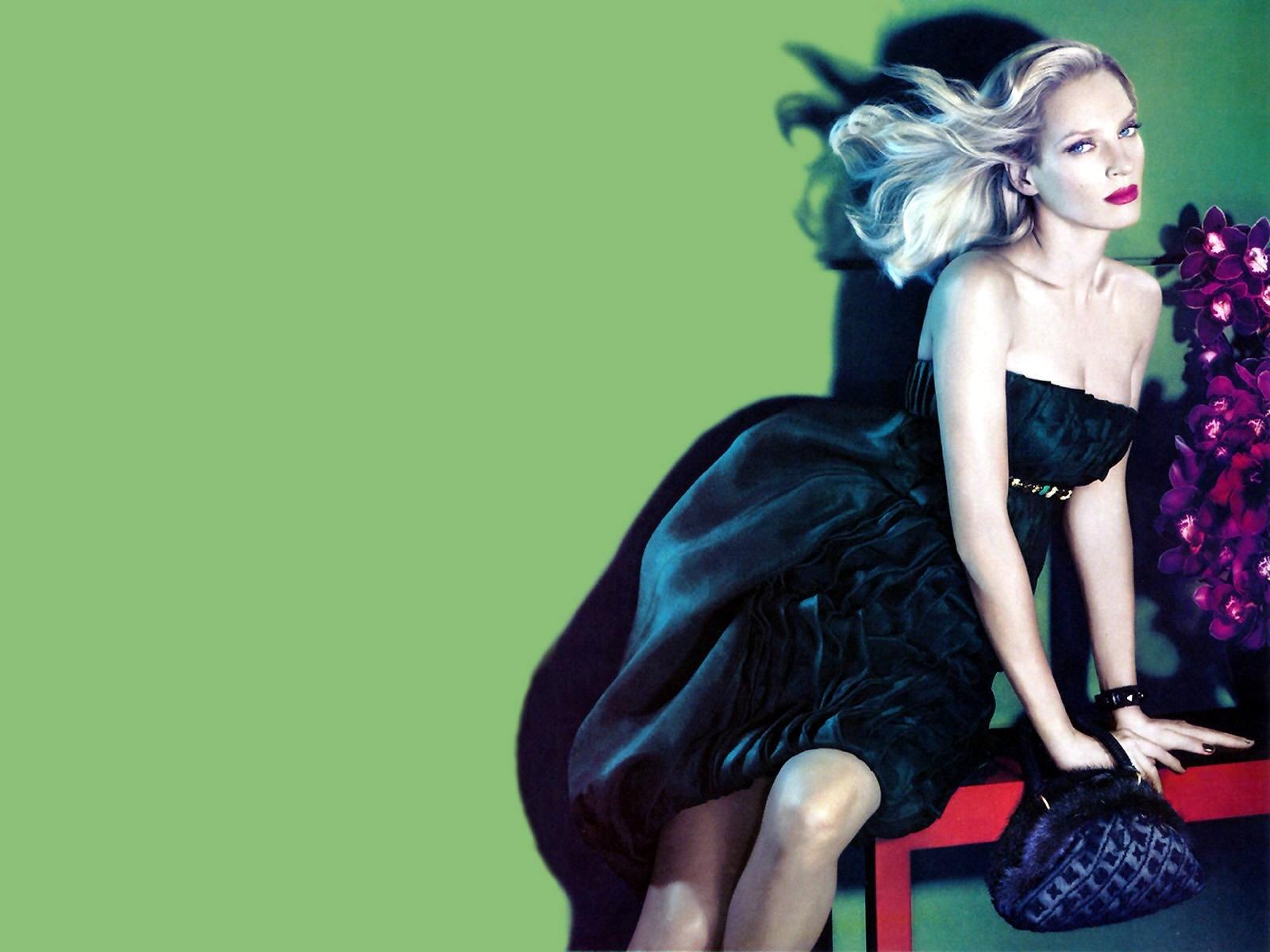 Wallpaper di Uma Thurman in versione super glamour