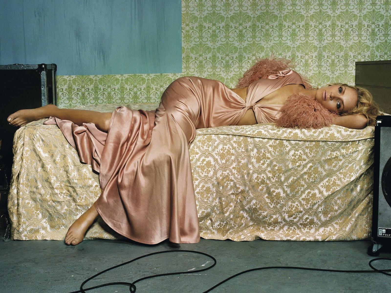 Wallpaper: una posa seducente per Uma Thurman