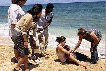 Dominic Monaghan, Evangeline Lilly, Ian Somerhalder ed altri membri del cast nell'episodio 'Il coniglio bianco' di Lost