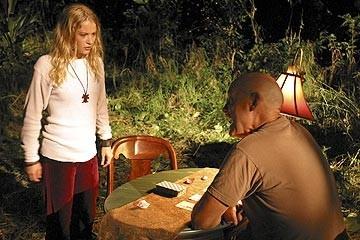 Emilie de Ravin e Terry O'Quinn nell'episodio 'Un figlio' di Lost